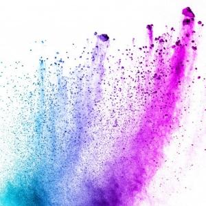 esplosione-di-polvere-di-multi-colore-su-sfondo-bianco-lanciato-splashi-di-particelle-di-polvere-colorata_36326-42